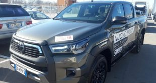 Toyota Hilux Test Drive Front